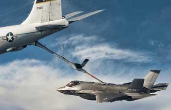 F-35Aの空中給油(フライングブーム方式)