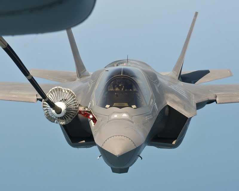 F-35Bの空中給油(プローブ&ドローグ方式)