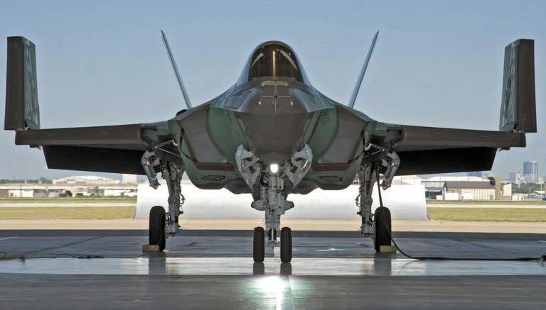 F-35Cの主翼の折り畳み