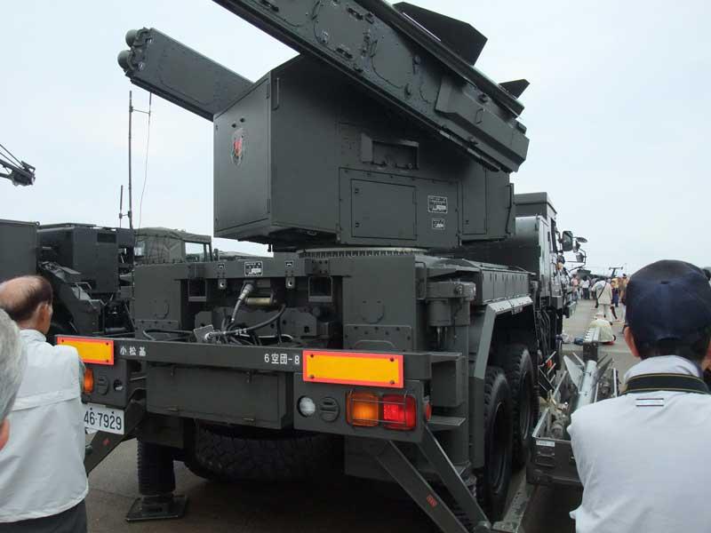 車体後方(短SAMの発射装置)