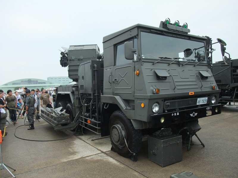 車体前方(短SAMの発射装置)