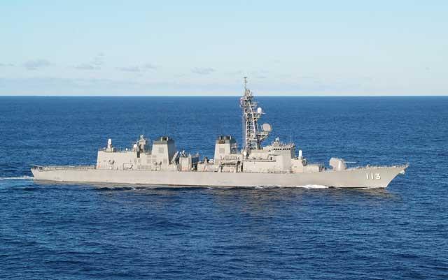 DD-113「さざなみ」(護衛艦「たかなみ」型)の側面