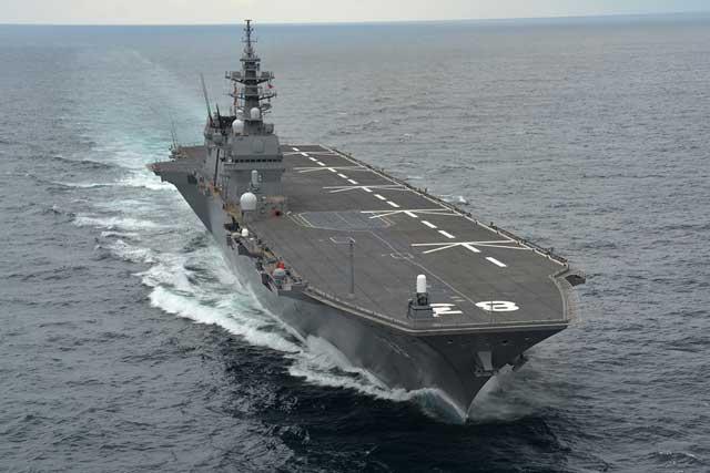 DDH-183「いずも」(護衛艦いずも型)の前方上空から
