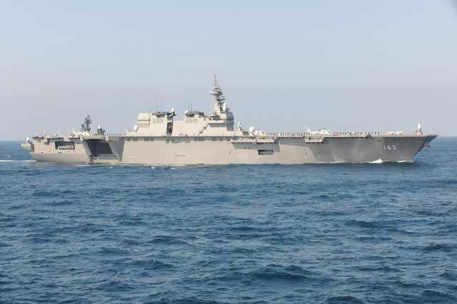DDH-183「いずも」(護衛艦いずも型)の側面