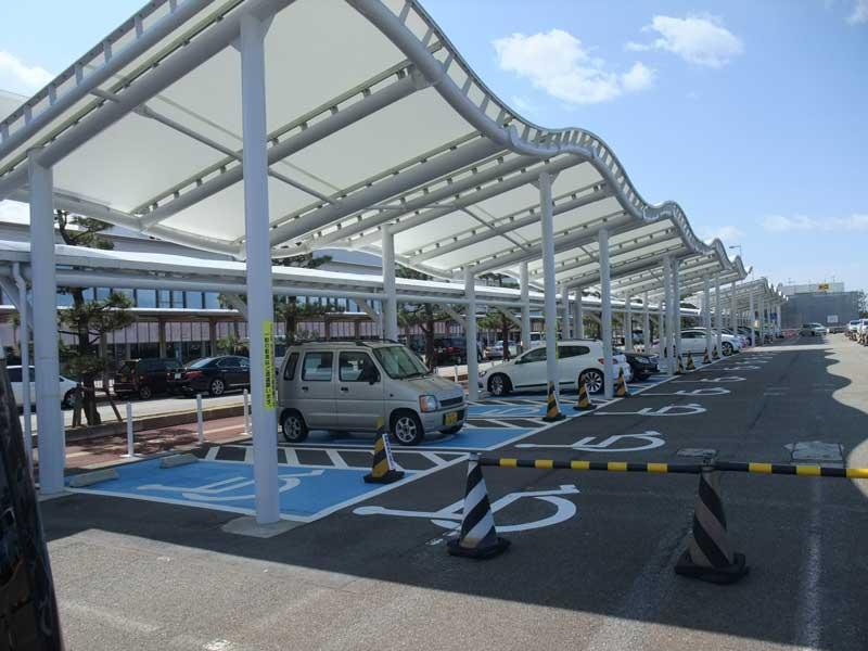 「いしかわ支え合い駐車場制度」の駐車区画(小松空港)