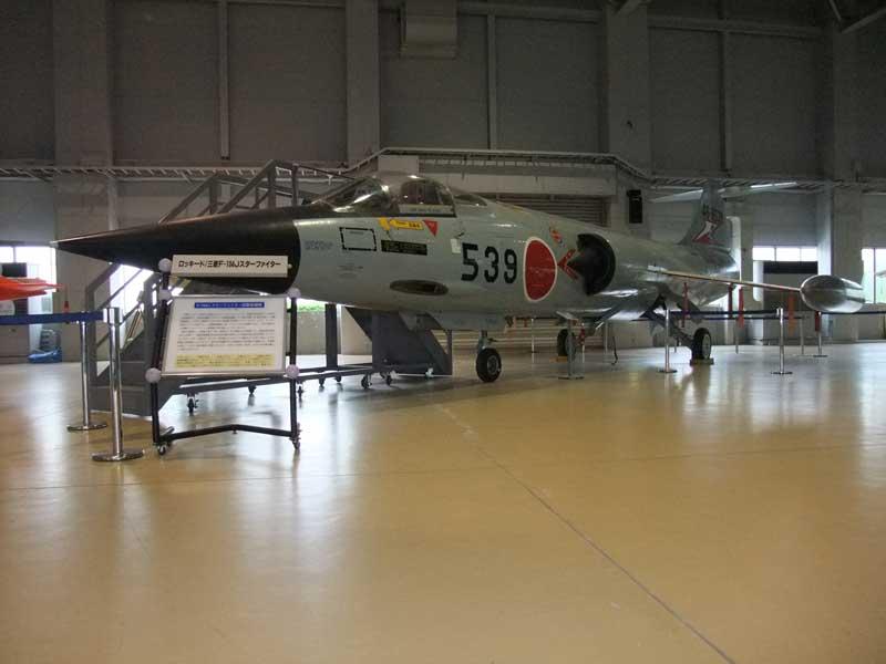 石川県航空プラザに展示してあるF-104Jの前方側面