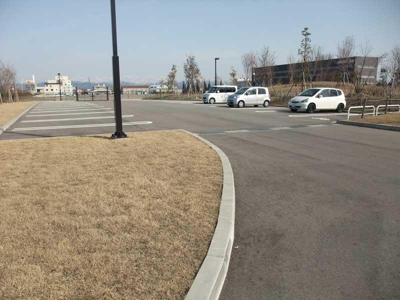 こまつの杜の無料駐車場