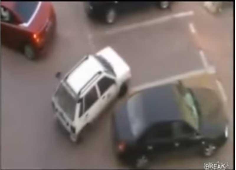 駐車場での割り込みの瞬間